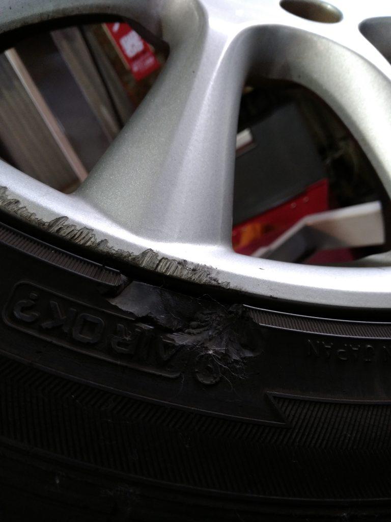 タイヤのサイドウォールの損傷