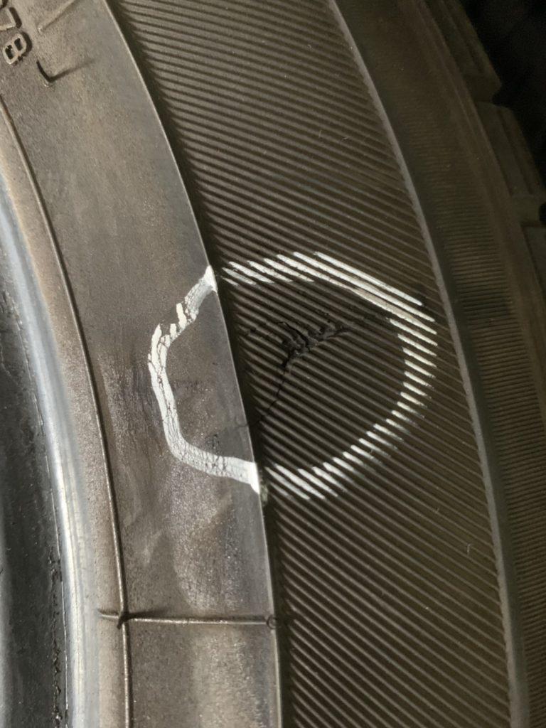 タイヤ損傷