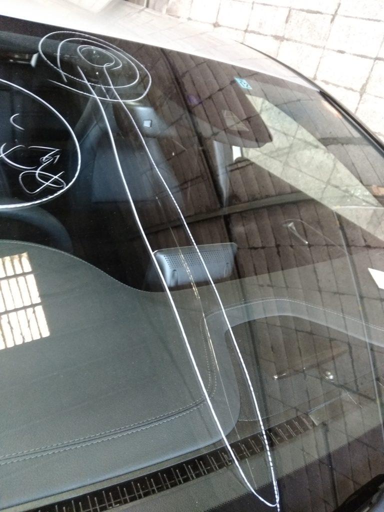 飛び石によるガラス損傷