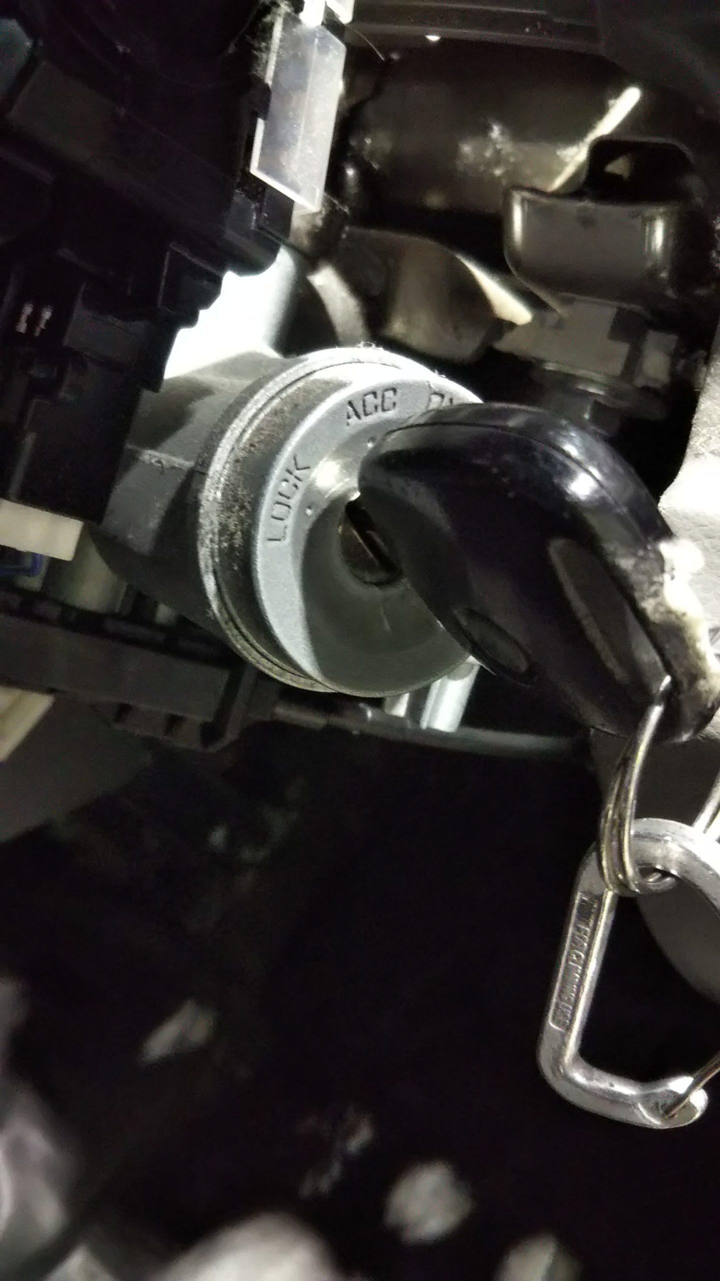 キーシリンダーから鍵が抜けなくなってしまったらどうすればいいか